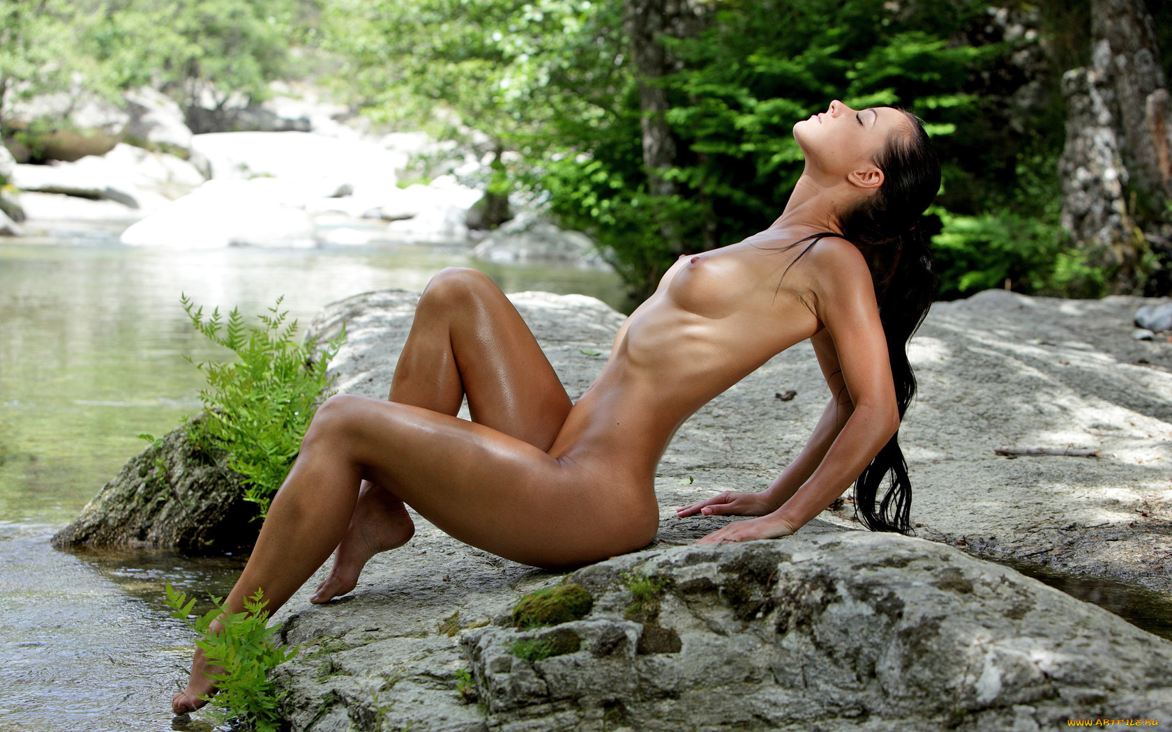 Free sexy nubile in nature
